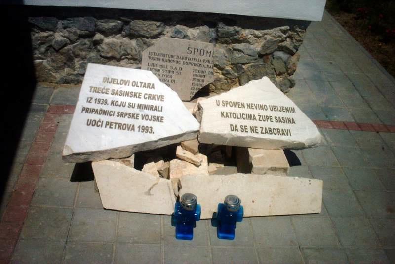 Dijelovi oltara minirane crkve 28. lipnja 1993.