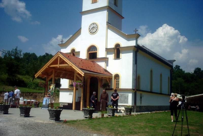 Naša ljepotica župna crkva Male Gospe u Sasini blagoslovljena i posvećena 3. srpnja 2010. u 11 sati
