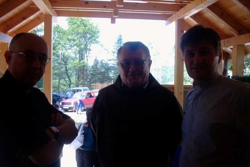 Don Marjan Stojanović župnik koji je doživio miniranje crkve, fra Dujo Ljevar poznati humanitarac i don Marko Ljubijski župnik